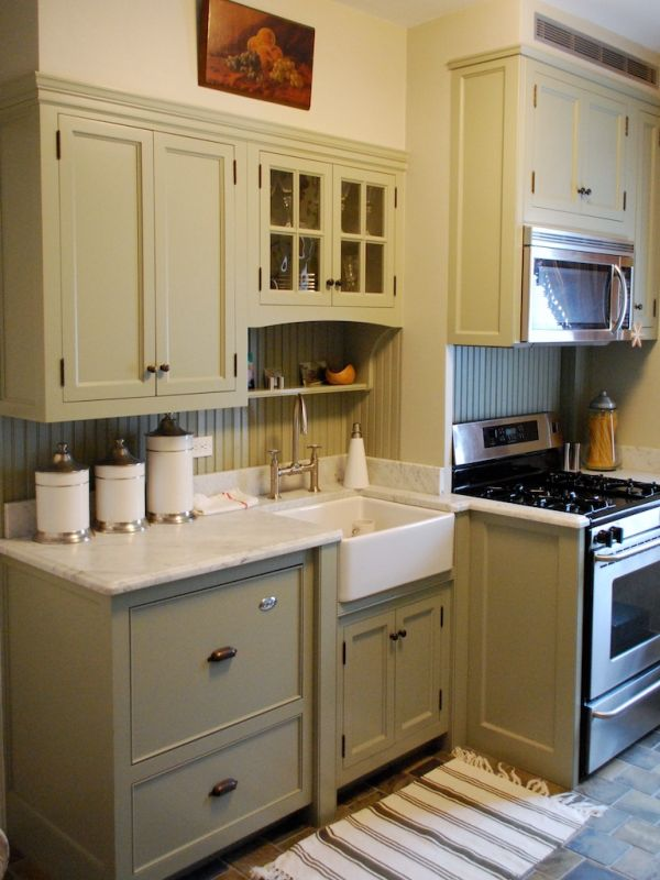 Farmhouse green kitchen cabinets for Green kitchen cabinets