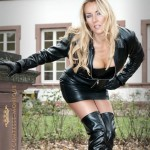 Milf_Mini_Skirt_Leather_Boots_-_Sex_Porn_Images