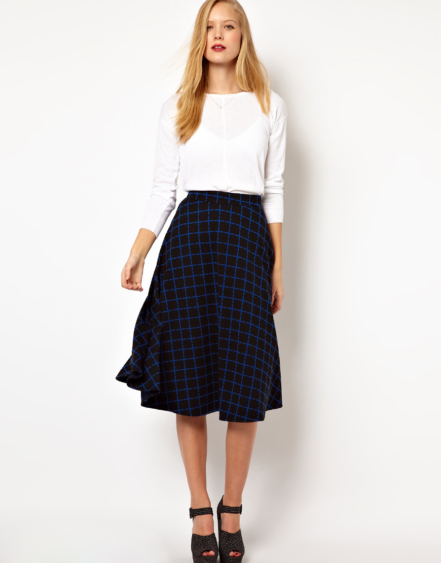 18 Ways To Wear A Striped Skirt. 1 Comment. We see bodycon midi skirt in black and white stripes worn with white tee and strappy ankle sandals: Mules Are Back In Fashion. It's All About Statement Shoes. Suede Mini Skirts are Back in Style. How To Wear Kimono Jackets. Search.