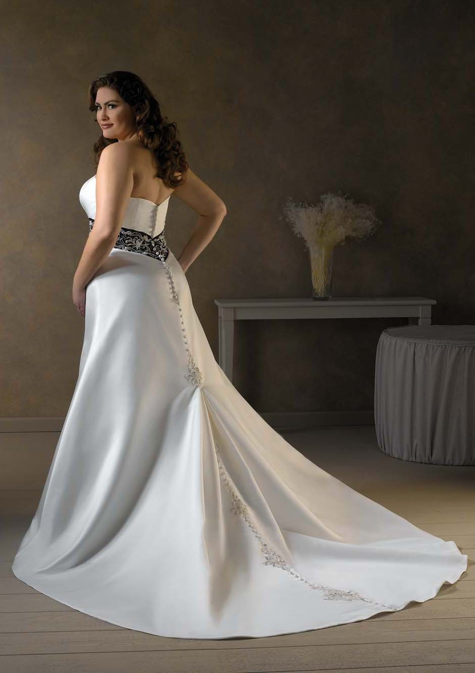 Wedding dress fitted lace wedding dress stella york for Fitted wedding dresses for plus size