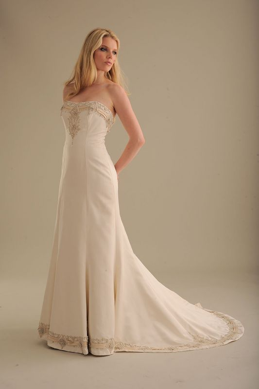 Wedding Dresses Styles For Petite Brides 9