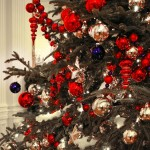 Fascinating_Christmas_Tree_Decorating_Ideas_With_Red_Blue_Purple_Colors_Christmas_Ball_Ornaments_Also_Combine_With_Mirrored_Ball