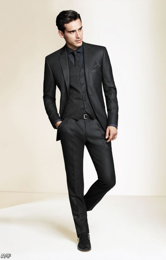 Mensitaly is a unique and leading shop to purchase all apparel that suits your style. Buy a suit online Italian suits, caravelli suits, tuxedo suits from our Store. Mens Italian Suits Online, Discount Tuxedos, Caravelli Suits.