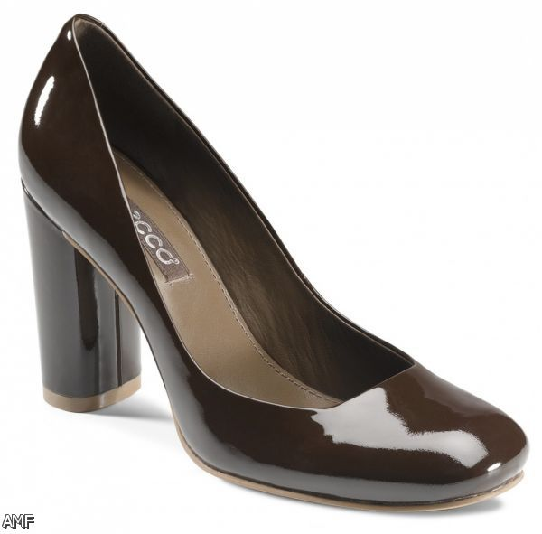 comfortable women's dress shoes by Clarks