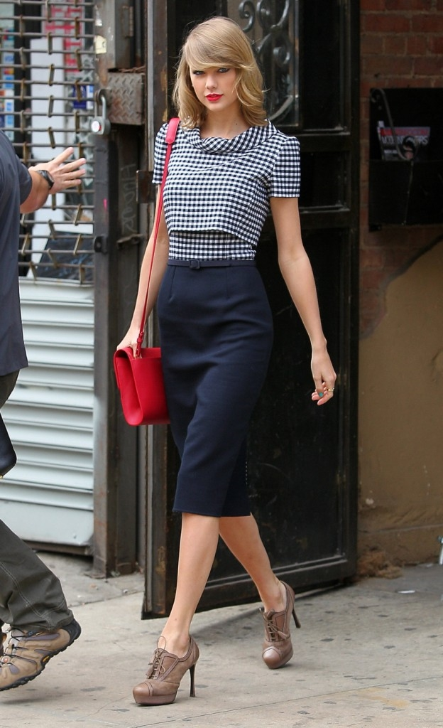 Taylor Swift Street Style Looks review \u2013 Shopping Guide. We