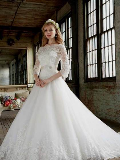 ball gowns with lace sleeves